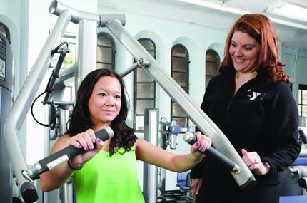 A YMCA personal trainer works with a Y member.